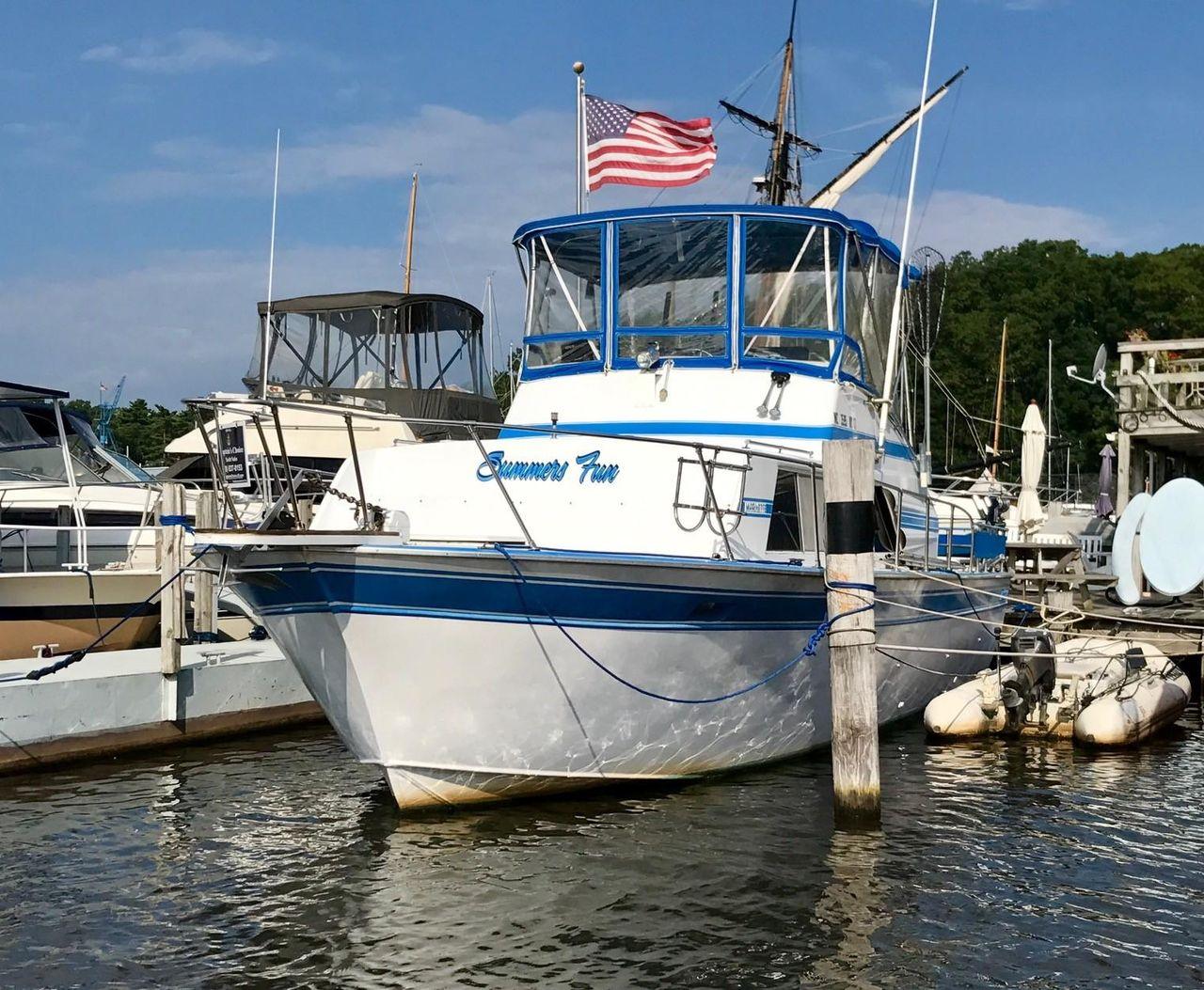 1984 Used Marinette 32 Fisherman Freshwater Fishing Boat For