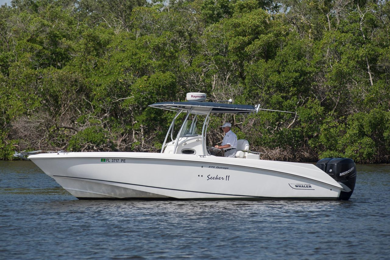 2006 Used Boston Whaler 270 Outrage Sports Fishing Boat For Sale