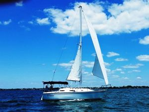 Used Pearson 27 Cruiser Sailboat For Sale