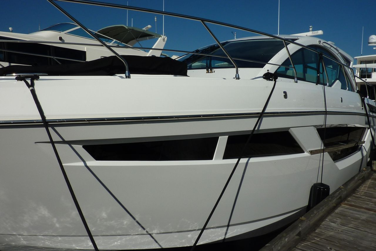 2019 New Cruisers Yachts 50 Cantius Express Cruiser Boat For