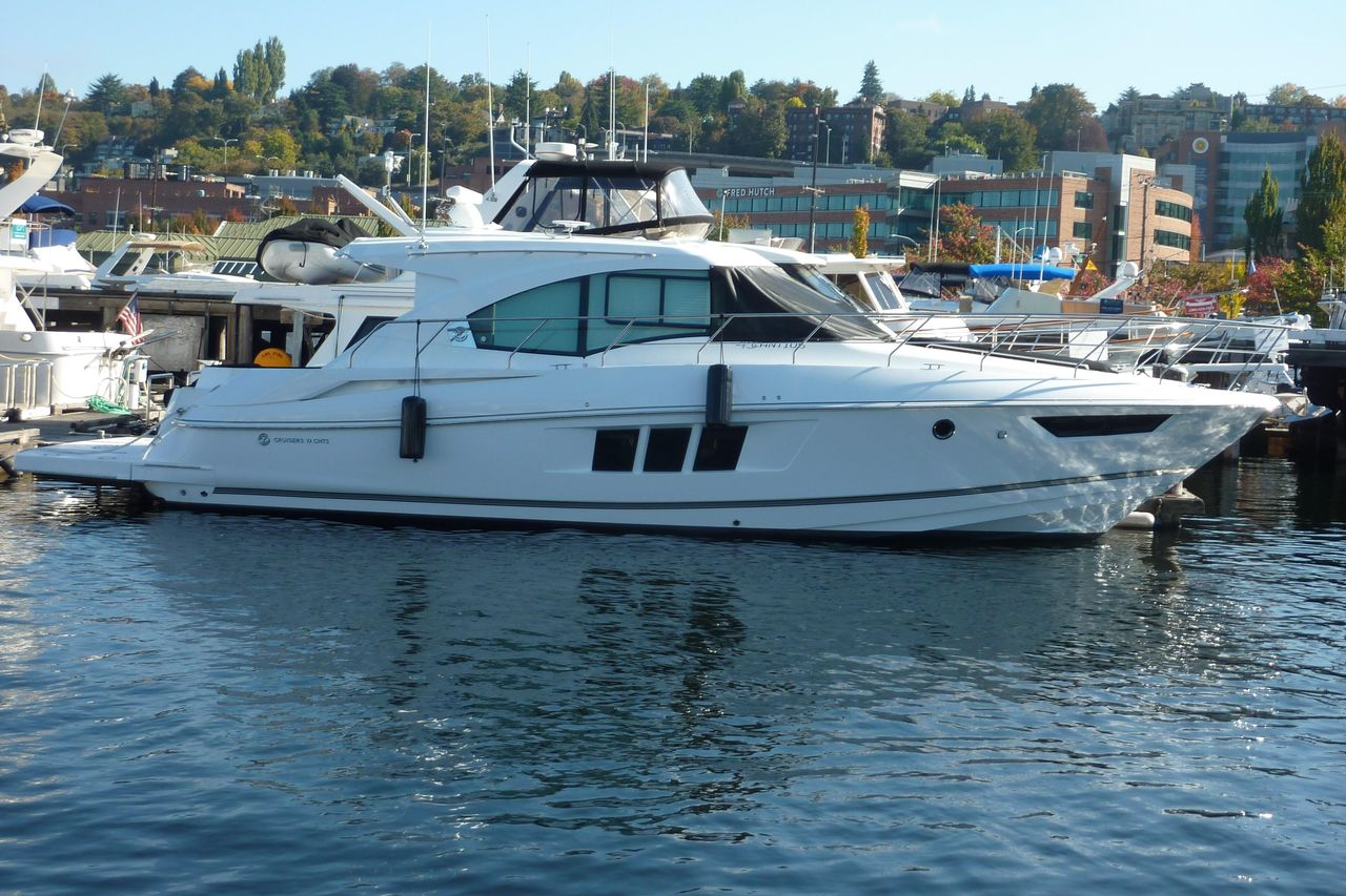 2019 New Cruisers Yachts 45 Cantius Express Cruiser Boat For