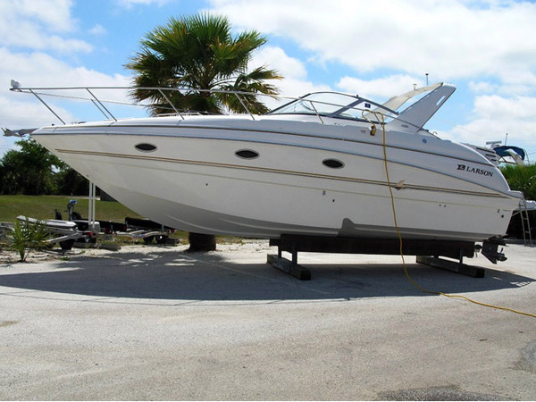 Used Larson 330 Cabrio Cruiser Boat For Sale