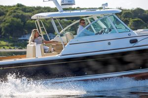 New Hunt Yachts Surfhunter 32 Motor Yacht For Sale