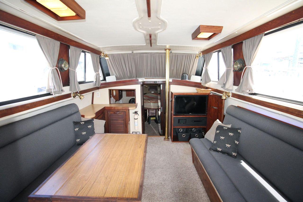 1982 Used Mainship Flybridge Sedan Trawler Boat For Sale