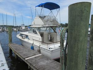Used Chris-Craft Commander Flybridge Cruiser Boat For Sale