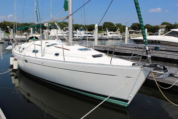 Used Beneteau 381 Racer and Cruiser Sailboat For Sale
