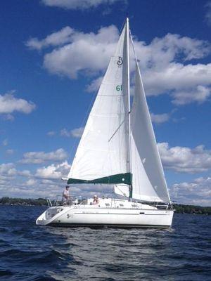 Used Beneteau Oceanus 311 Cruiser Sailboat For Sale