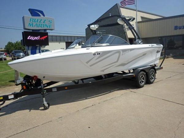 New Tige R21R21 Ski and Wakeboard Boat For Sale