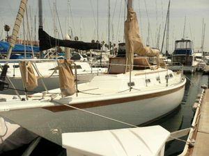 Used Ericson Daysailer Sailboat For Sale