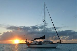 Used Aloha Yachts 32 Racer and Cruiser Sailboat For Sale