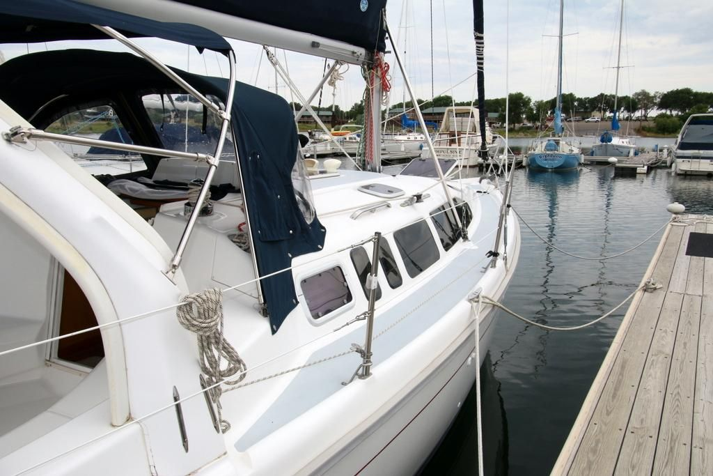 1997 Used Hunter 340 Cruiser Sailboat For Sale - $54,900 - Pierre