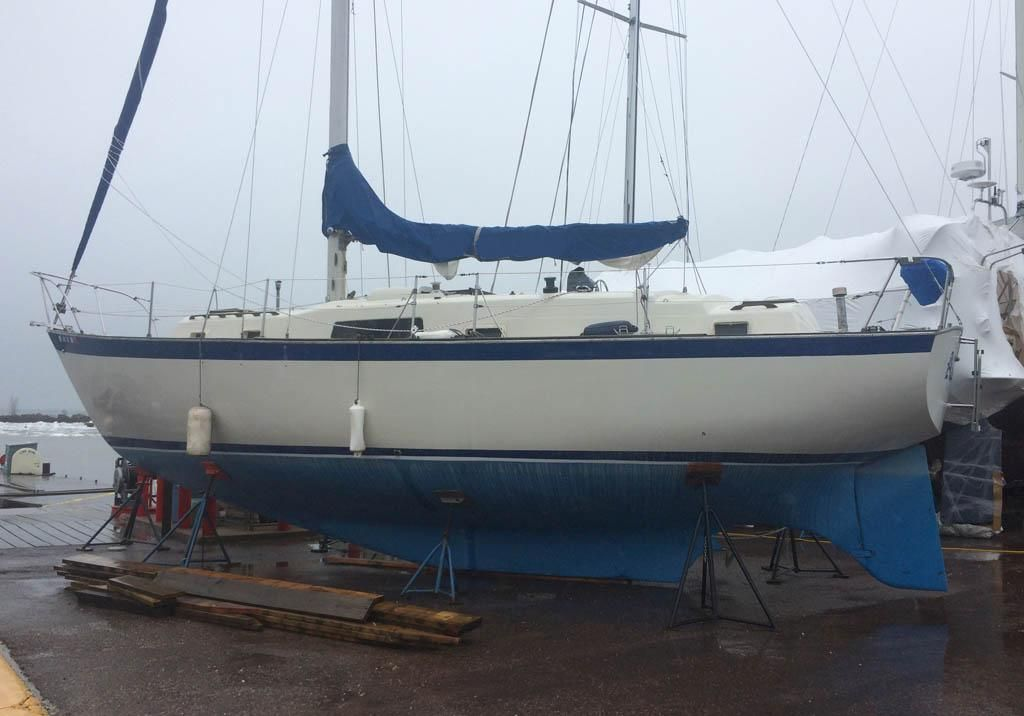 1972 Used Irwin 37 Cruiser Sailboat For Sale - $24,000 - Bayfield