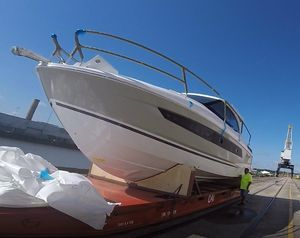 New Jeanneau Leader 33 Sports Cruiser Boat For Sale