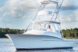 Used Winter Custom Yachts 30 Express Center Console Fishing Boat For Sale