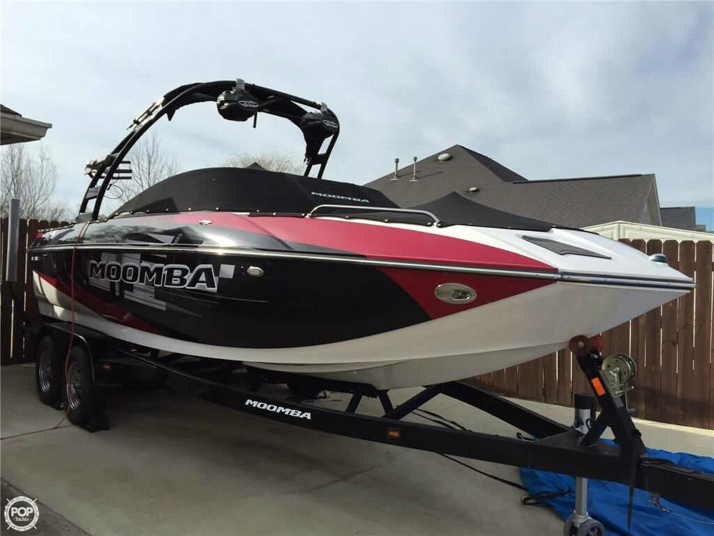 Used Moomba Mojo 2.5 SK Ski and Wakeboard Boat For Sale