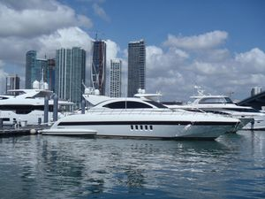 Used Mangusta 72 Express Cruiser Boat For Sale