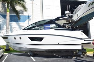 New Beneteau Gran Turismo 40 Express Cruiser Boat For Sale