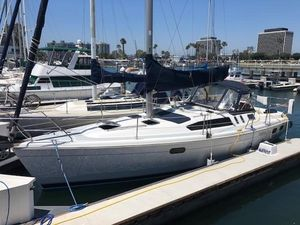 Used Hunter 376 Racer and Cruiser Sailboat For Sale