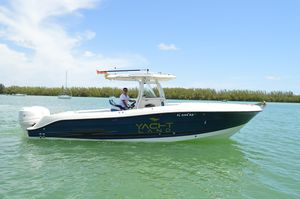 Used Hydra-Sports Vector 2900 CC Center Console Fishing Boat For Sale