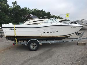 Used Seaswirl Striper 2100 Walk Around Bowrider Boat For Sale