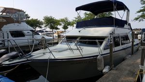 Used Tollycraft 30 Sedan Freshwater Fishing Boat For Sale