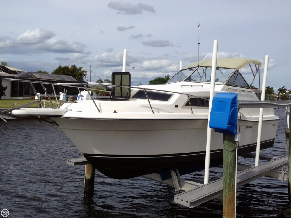 Used Carver 2687 Monterey Express Cruiser Boat For Sale