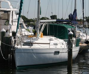 Used Beneteau 321 Cruiser Sailboat For Sale