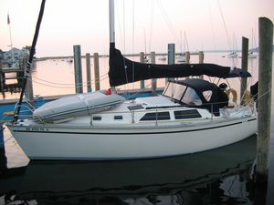 Used Hunter 30 T Racer and Cruiser Sailboat For Sale