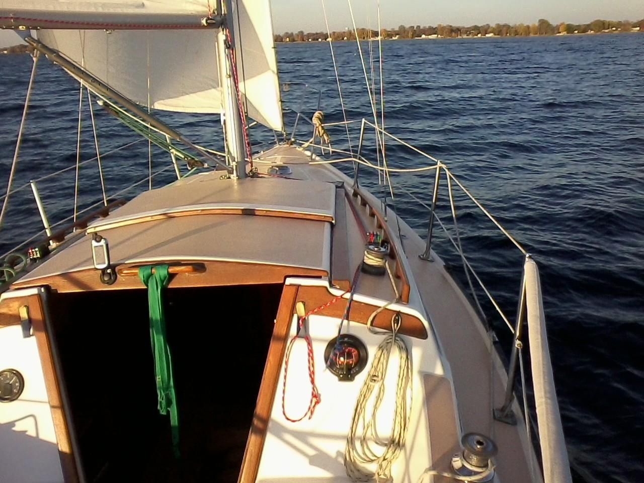 1982 Used Catalina 27 Cruiser Sailboat For Sale - $9,500