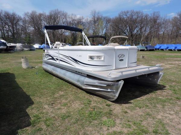 Used Crest II 2270 Aluminum Fishing Boat For Sale