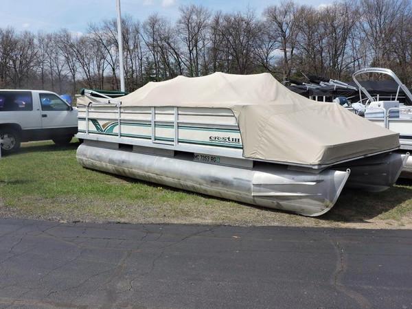 Used Crest III 22ft Pontoon Boat For Sale