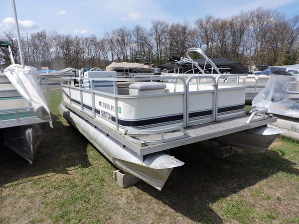 Used Manitou 20 ft Pontoon Boat For Sale