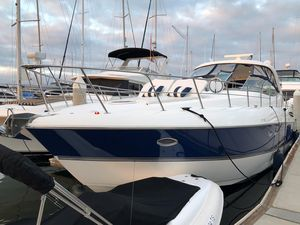 Used Cruisers Yachts 520 Express.520 Express. Express Cruiser Boat For Sale