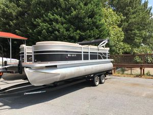 Used Crest II Pontoon Boat For Sale