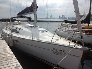 Used Jeanneau 32 Racer and Cruiser Sailboat For Sale