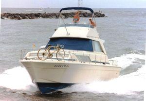 Used Chris-Craft 33 Catalina Sport Sedan Cruiser Boat For Sale