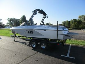 New Axis Wake Research A20A20 Ski and Wakeboard Boat For Sale