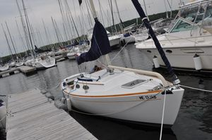 Used Alerion 28 Daysailer Sailboat For Sale