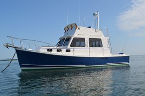Used Flye Point 32 Flybridge Cruiser Downeast Fishing Boat For Sale