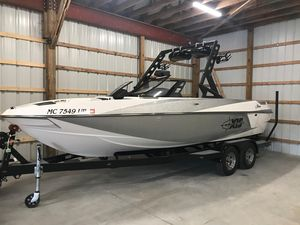 Used Axis T22T22 Ski and Wakeboard Boat For Sale