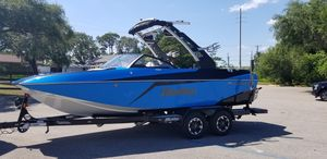 New Malibu MLXMLX Ski and Wakeboard Boat For Sale