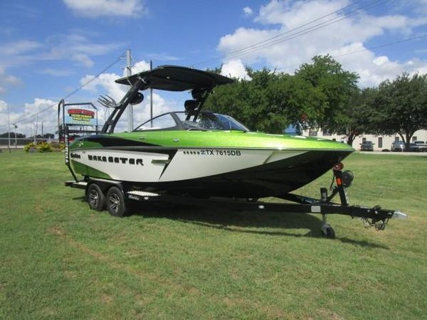 Used Malibu Wakesetter 22 VLXWakesetter 22 VLX Ski and Wakeboard Boat For Sale