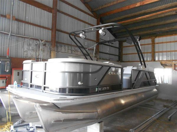 Used Crest 230 SLR2 CP3230 SLR2 CP3 Pontoon Boat For Sale