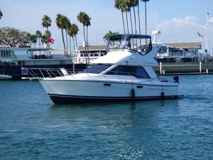 Used Bayliner 3388 Command Bridge Motoryacht Cruiser Boat For Sale