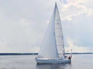 Used Hanse 371 Cruiser Sailboat For Sale