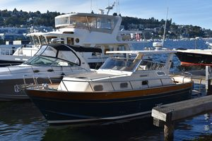 Used Apreamare 9M Cabinato Express Cruiser Boat For Sale