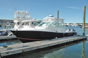 Used Regulator 30 Express Cruiser Boat For Sale