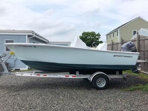Used Sportsman Island Reef 19 Center Console Fishing Boat For Sale