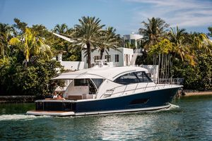 New Riviera 525 SUV Motor Yacht For Sale