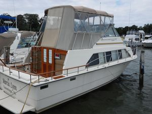 Used Carver Mariner 33 Flybridge Boat For Sale